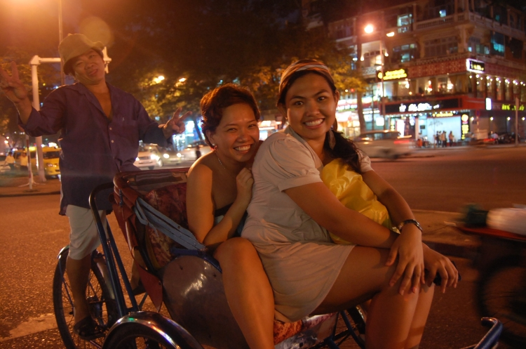 Miko and Charl on a Cyclo with the manong driver!